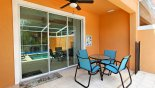 Orlando Townhouse for rent direct from owner, check out the Shady lanai with patio table & 4 chairs and ceiling fan