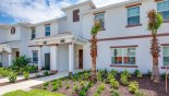 Villa rentals near Disney direct with owner, check out the View of townhouse from street